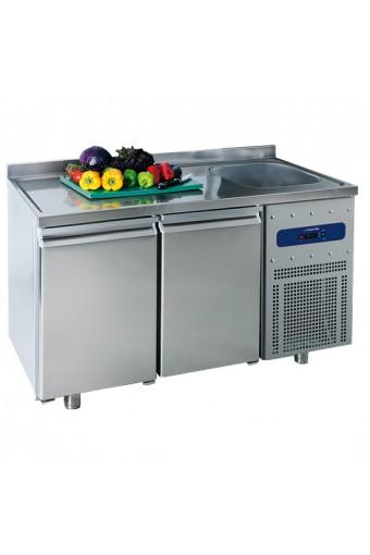 Tavolo refrigerato da 700 mm a 2 porte con vasca 35x40x20h mm a destra e alzatina, -2°/+8°C